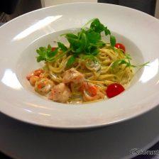 Esparguete com Molho de Salsa, Nero e Gorgonzola com Camarão
